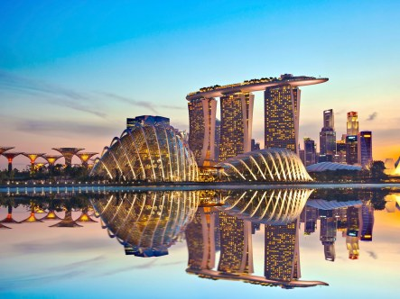 airport-tours-singapore-GettyImages-486591655.jpg